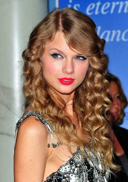 Celebrity Whereabouts: Taylor Swift Unveiling Her Wax